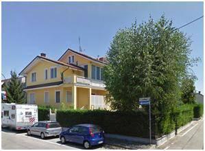 Immagine immobiliare Affitto Villastellone In villa signorile affittiamo bilocale arredato a € 450,00 . Nell'affitto è compreso le spese di riscaldamento, luce, acqua. Contratto libero, DISPONIBILE DA FINE LUGLIO.