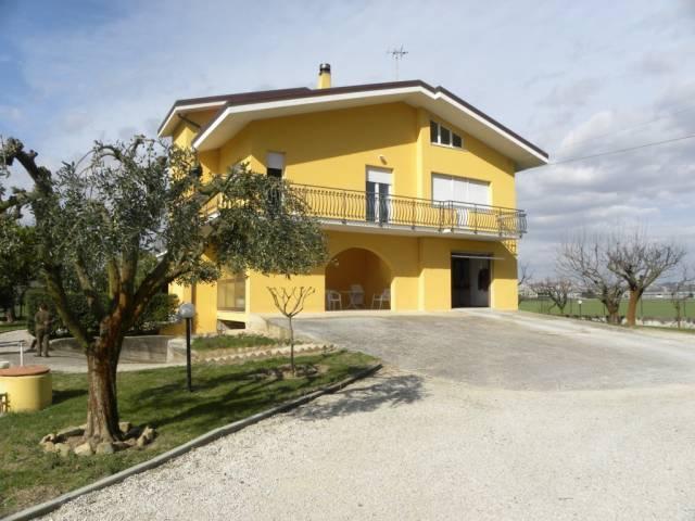 Rustico / Casale in buone condizioni in vendita Rif. 4181350
