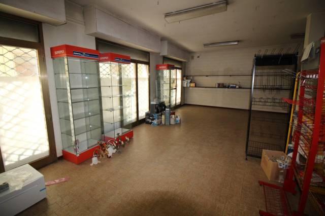 negozio Altro in Affitto a Bucine