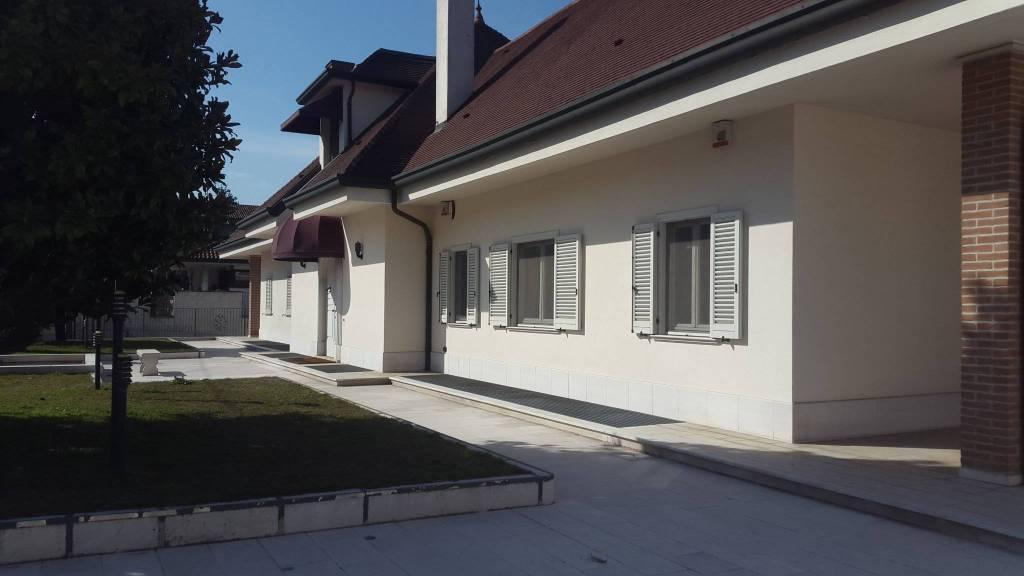 Villa in vendita a Pogliano Milanese, 7 locali, Trattative riservate | PortaleAgenzieImmobiliari.it