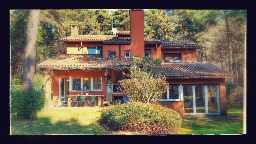 Villa in vendita a Appiano Gentile, 6 locali, prezzo € 450.000 | CambioCasa.it