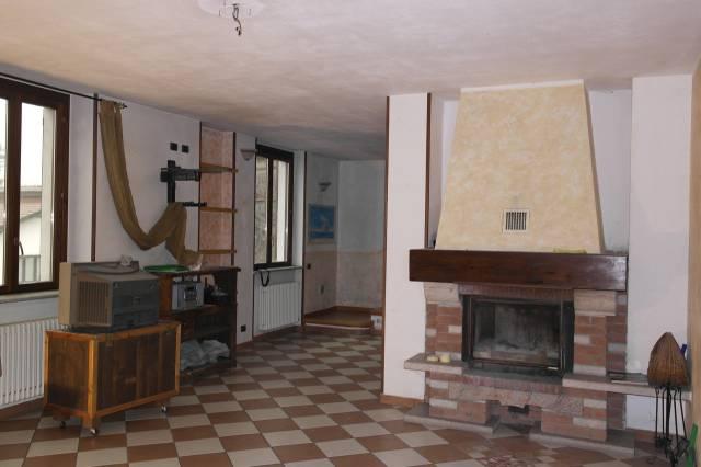 Appartamento in vendita a Besozzo, 4 locali, prezzo € 158.000   Cambio Casa.it