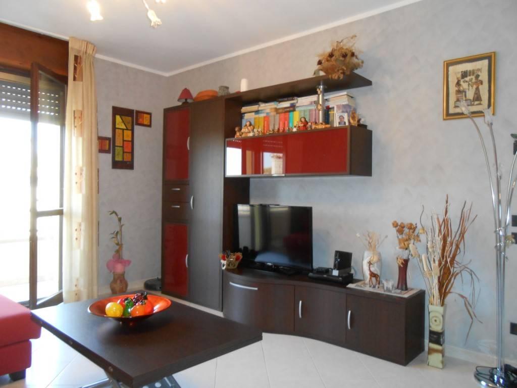 Appartamento in ottime condizioni arredato in affitto Rif. 8590269