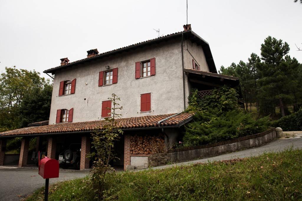 Villa in vendita a Mornese, 6 locali, prezzo € 350.000 | CambioCasa.it