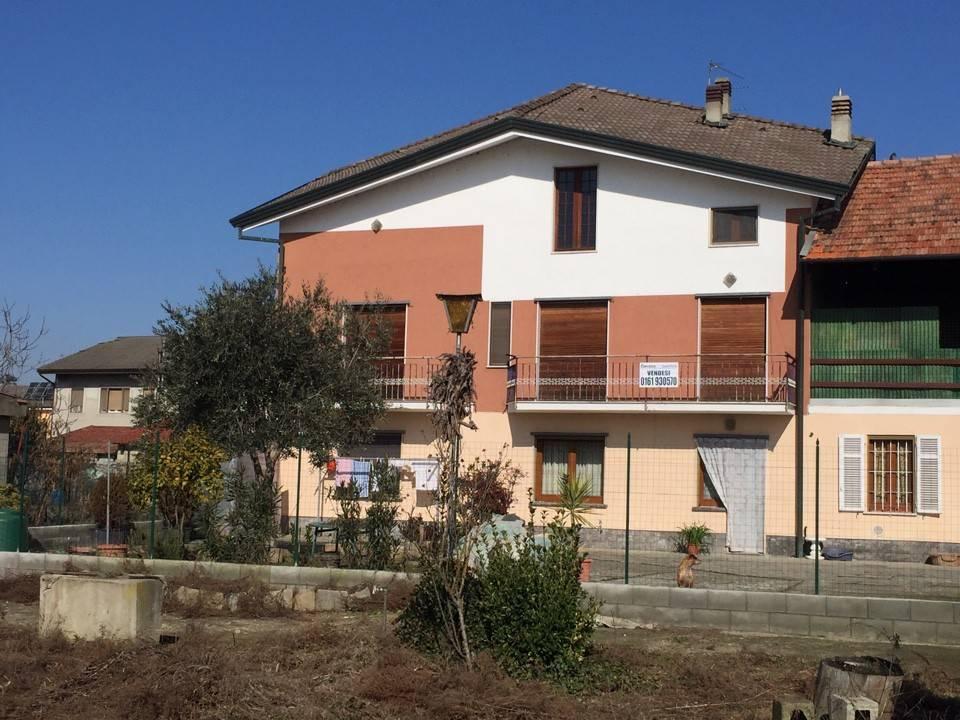 Appartamento in casa bifamigliare, con giardino privato