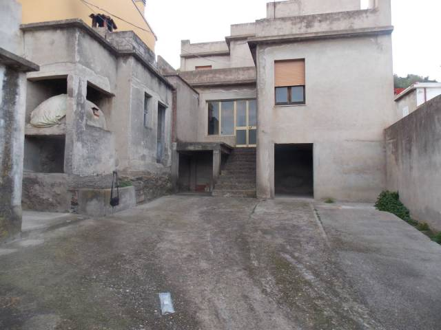 Villa a Schiera in vendita a San Vito, 6 locali, prezzo € 80.000   CambioCasa.it