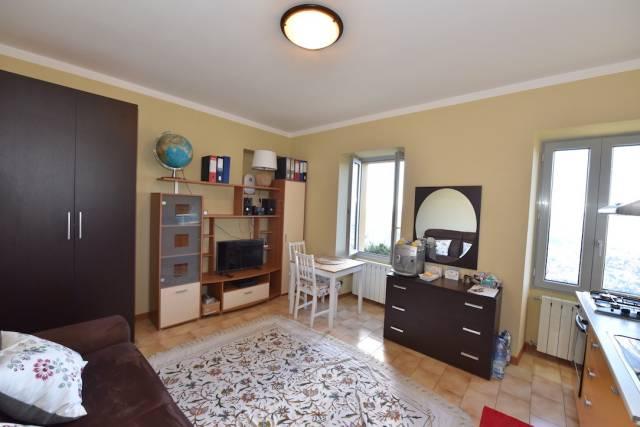Appartamento in ottime condizioni parzialmente arredato in vendita Rif. 4327082