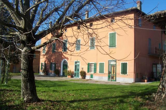 Palazzo / Stabile in vendita a Molinella, 6 locali, Trattative riservate | Cambio Casa.it