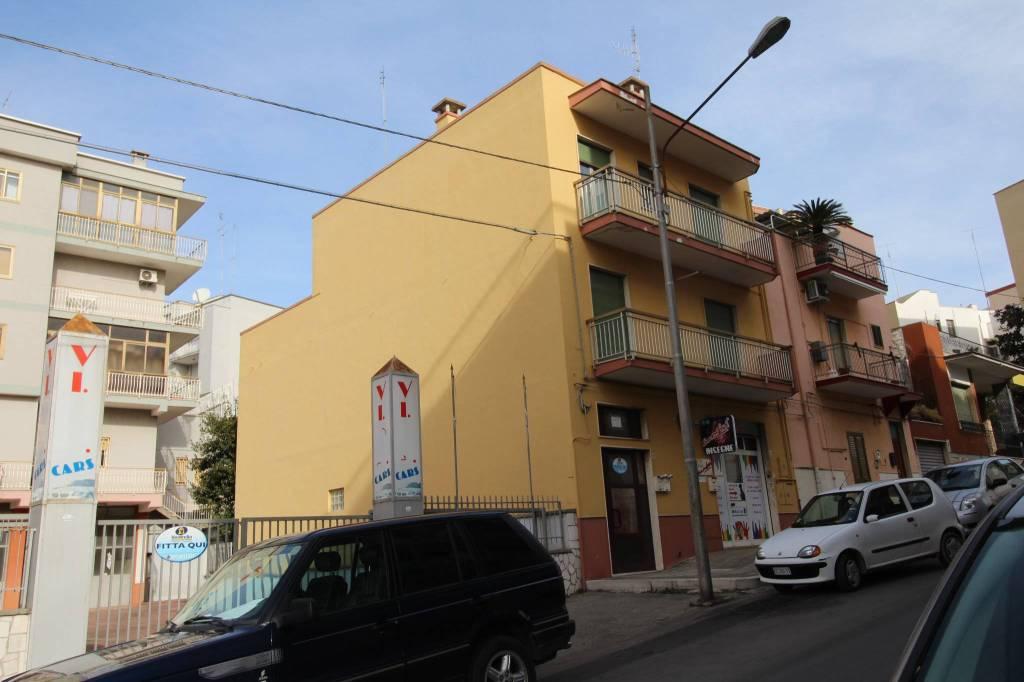 Appartamento in buone condizioni parzialmente arredato in vendita Rif. 8410490