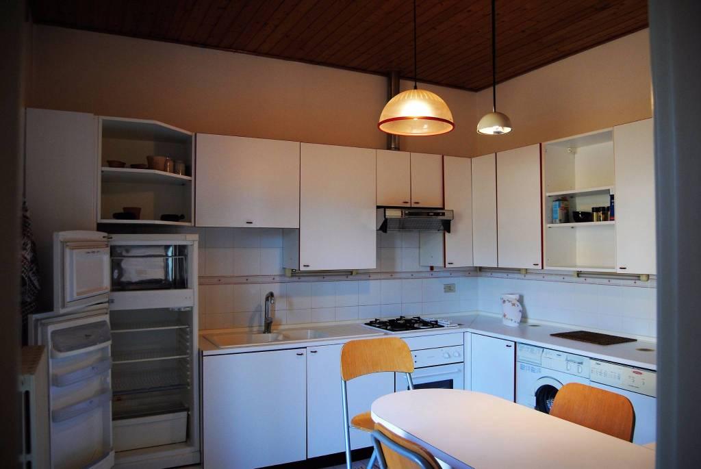 Appartamento in buone condizioni in vendita Rif. 4210242