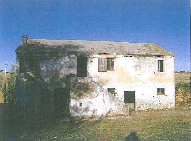 Rustico / Casale da ristrutturare in vendita Rif. 4228129