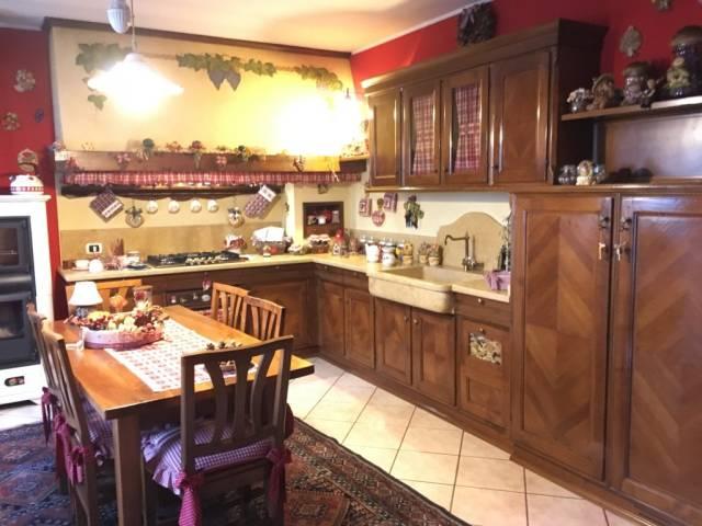Appartamento in buone condizioni arredato in vendita Rif. 4504890