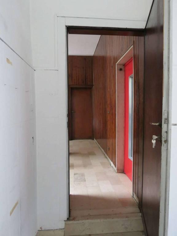 Negozio / Locale in affitto a Como, 2 locali, prezzo € 400 | PortaleAgenzieImmobiliari.it