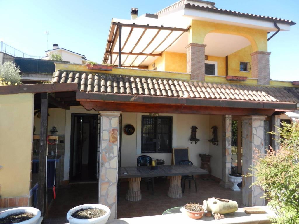 Villa in vendita a Capena, 6 locali, prezzo € 400.000 | CambioCasa.it