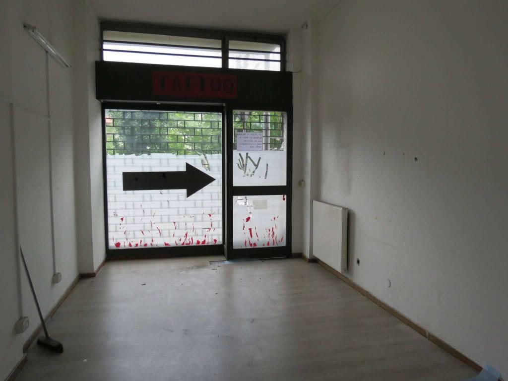 Negozio / Locale in affitto a Como, 2 locali, prezzo € 300 | PortaleAgenzieImmobiliari.it