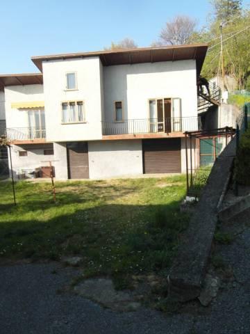 Casa indipendente trilocale in vendita a Perledo (LC)