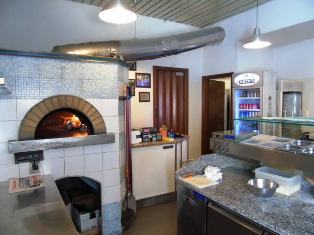 Immobile Commerciale in vendita a Trieste-https://res.getrix.it/media/ad/60654620/1/xs.jpg