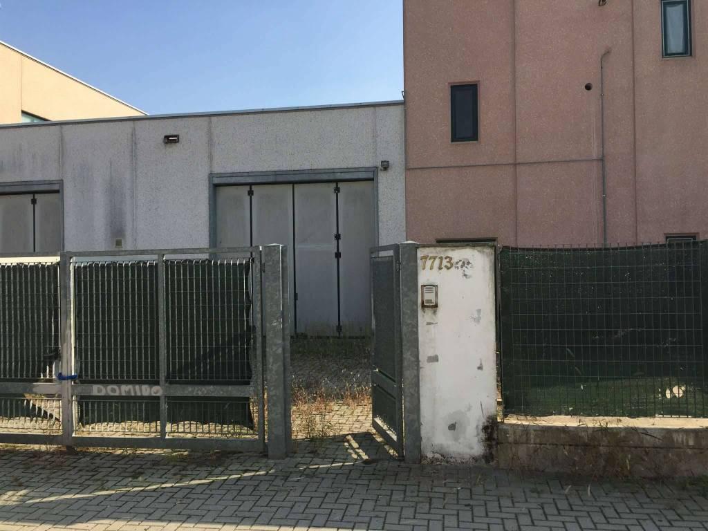 Capannone in vendita a Casarile, 8 locali, prezzo € 208.000 | PortaleAgenzieImmobiliari.it