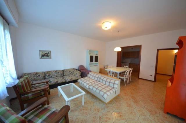 Appartamento in buone condizioni arredato in affitto Rif. 5096999