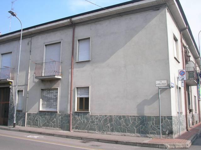 Appartamento in vendita a Varedo, 3 locali, prezzo € 120.000 | Cambio Casa.it