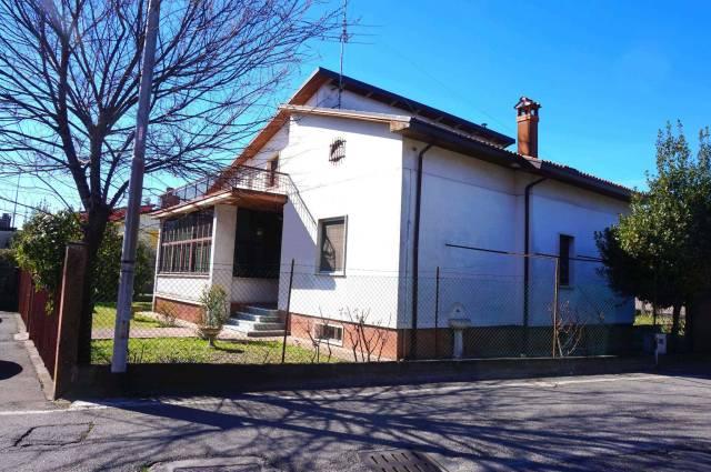 Villa in vendita a Ghedi, 5 locali, prezzo € 200.000 | Cambio Casa.it