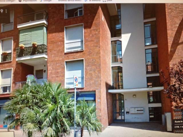 Appartamento in buone condizioni in affitto Rif. 5035425
