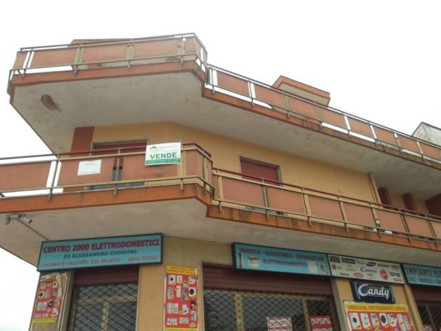 Negozio / Locale in vendita a Campi Salentina, 3 locali, prezzo € 100.000 | Cambio Casa.it