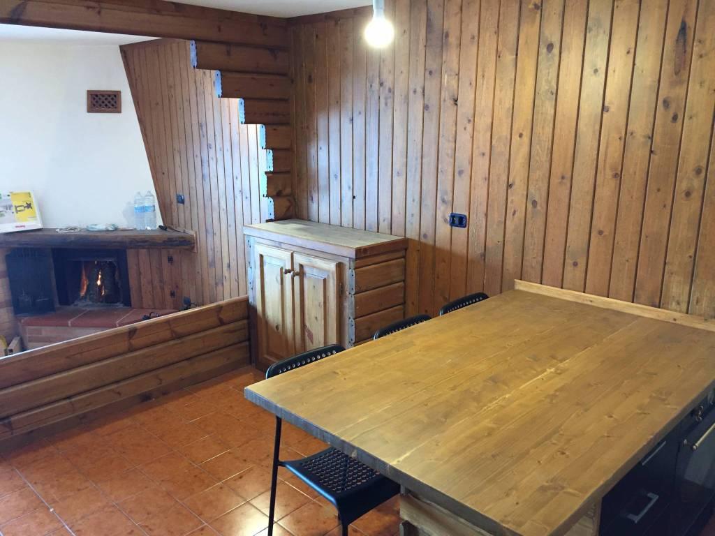 Appartamento in ottime condizioni arredato in vendita Rif. 8271179