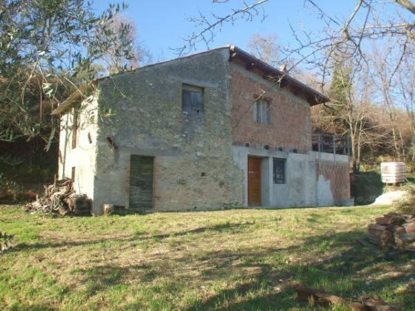 Rustico / Casale da ristrutturare in vendita Rif. 4197307