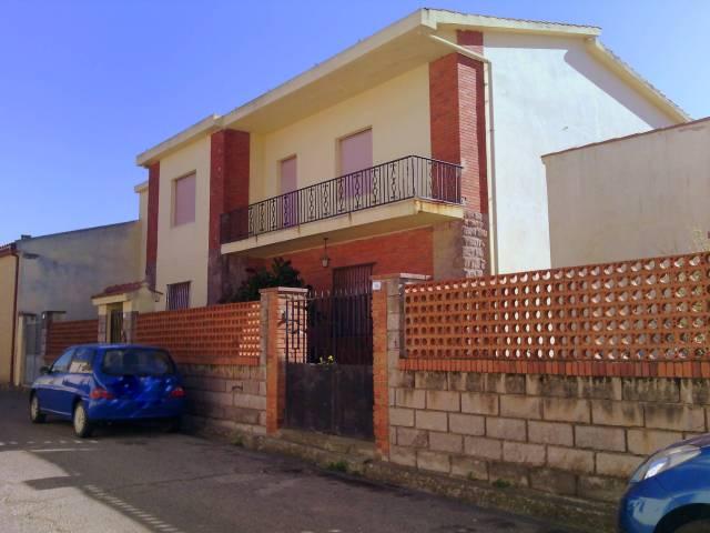 Villa in vendita a Riola Sardo, 6 locali, prezzo € 350.000 | Cambio Casa.it