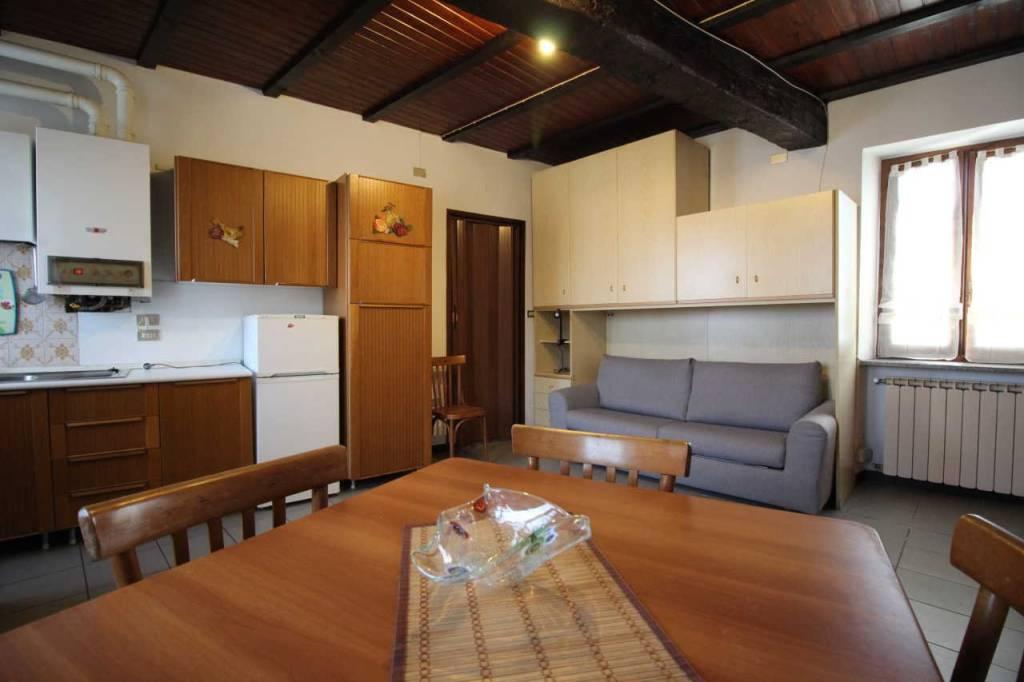 Appartamento in buone condizioni arredato in affitto Rif. 8172446