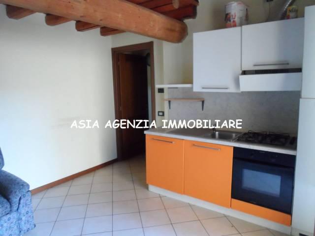 Appartamento in buone condizioni arredato in vendita Rif. 4899004