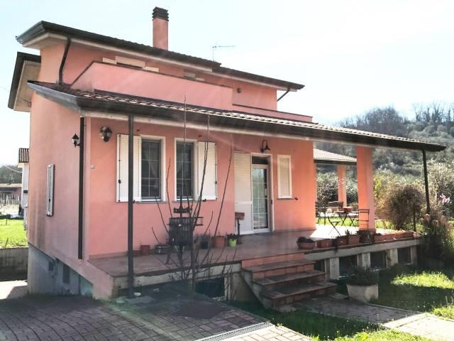 Villa in vendita a Bolano, 6 locali, prezzo € 290.000 | CambioCasa.it