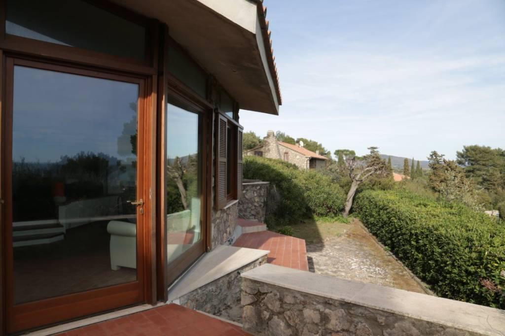 Villa in ottime condizioni parzialmente arredato in vendita Rif. 7448368