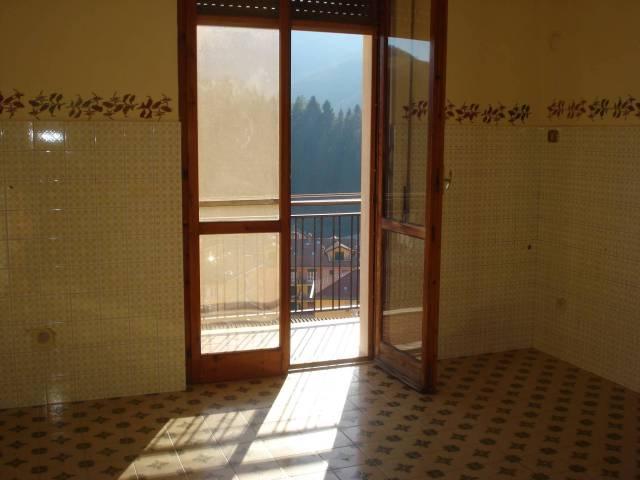 Campoligure - Ordinato vani 6, balcone.