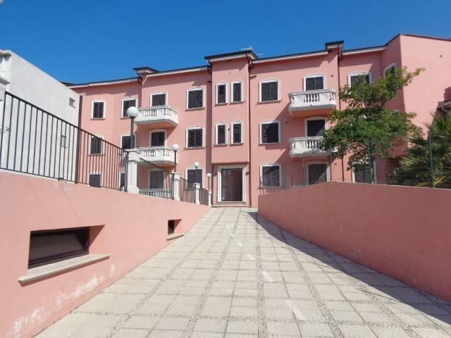 Appartamento in ottime condizioni arredato in vendita Rif. 4221271