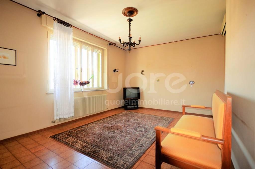 Appartamento in buone condizioni in vendita Rif. 4489510