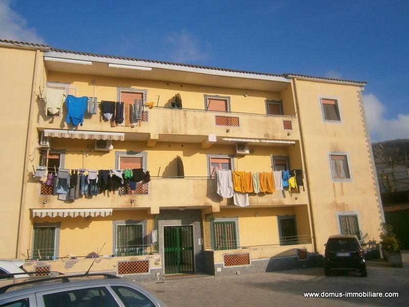 Appartamento in buone condizioni in affitto Rif. 8549576