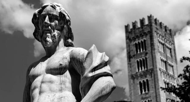 Bilocale Lucca Via Galileo Galilei 13