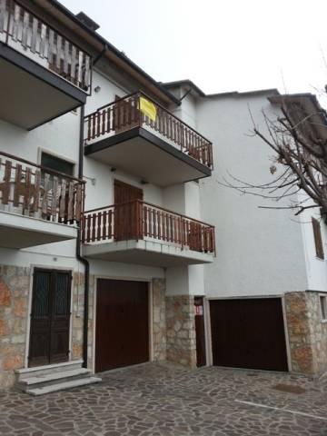 Appartamento in buone condizioni arredato in vendita Rif. 5000884