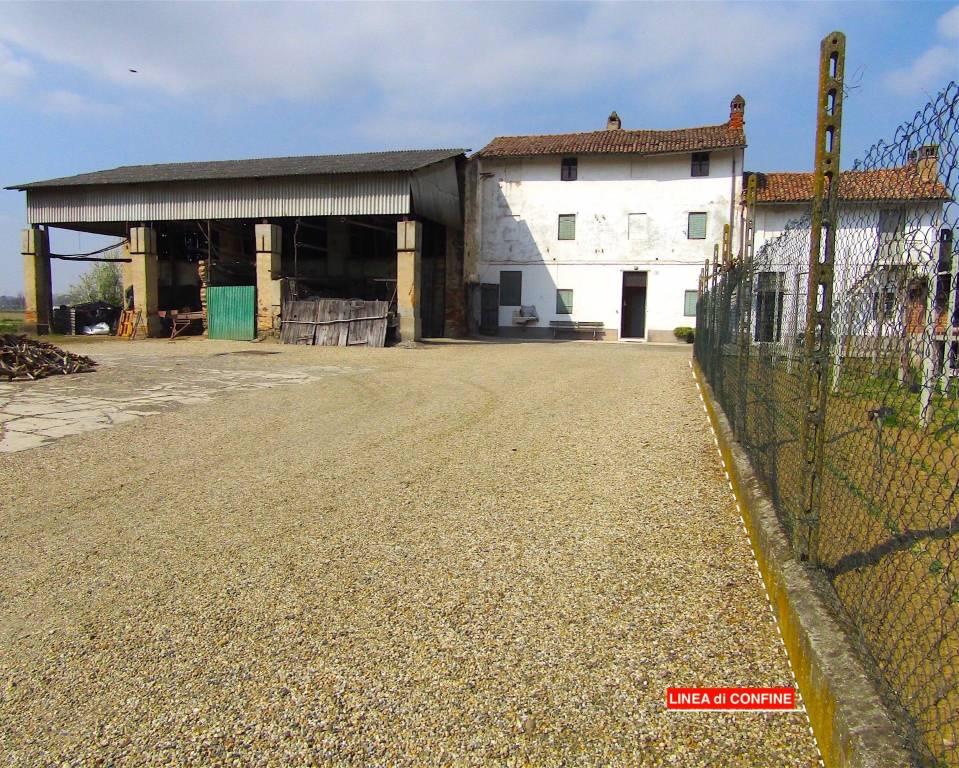 Rustico / Casale in vendita a Gropello Cairoli, 4 locali, prezzo € 38.000 | CambioCasa.it