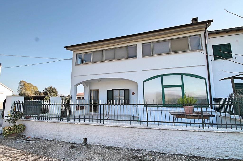 Appartamento in buone condizioni arredato in affitto Rif. 8477313