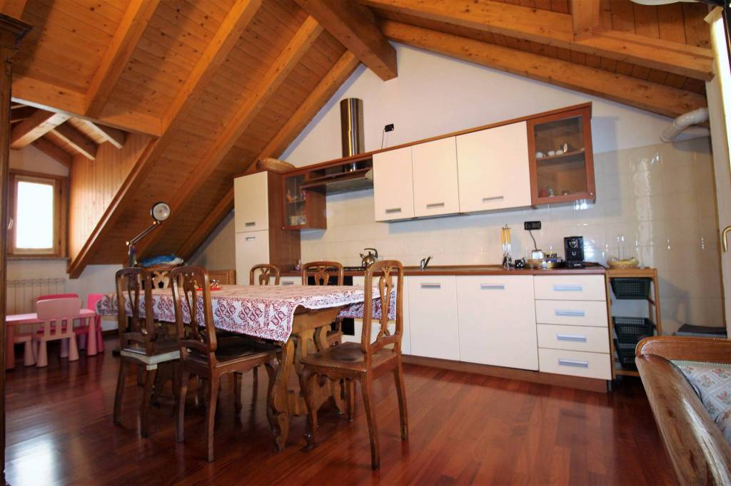 Appartamento in buone condizioni arredato in affitto Rif. 8479008