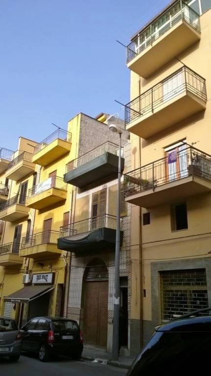 Magazzino in Vendita a Bagheria Centro: 2 locali, 100 mq