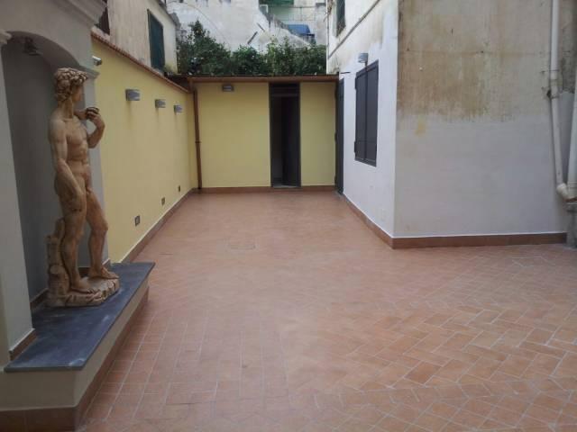 negozio Altro in Affitto a Torre Del Greco