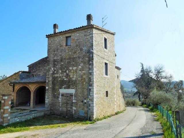 Rustico / Casale in Vendita a Todi