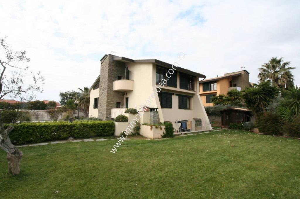 Villa in Vendita a Livorno Periferia: 5 locali, 240 mq