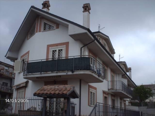 Appartamento in buone condizioni arredato in affitto Rif. 4390730