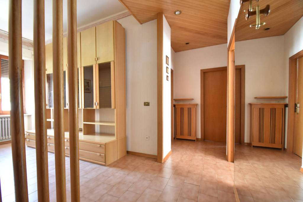 Appartamento in buone condizioni arredato in vendita Rif. 8139130