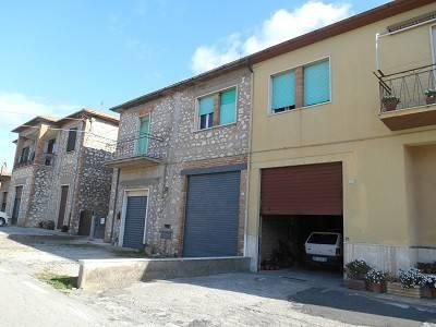Appartamento al primo piano con garage doppio a piano terra